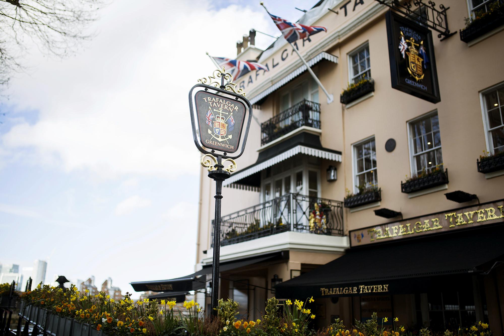 Trafalgar-Tavern-Greenwich-Wedding-Charlott-King-Photography (60)